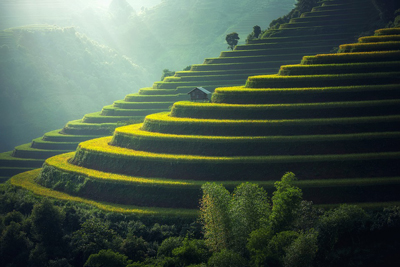 Visit Asia and discover its picturesque landscapes.